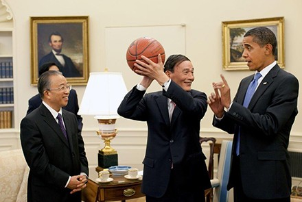 Senior leader of the Communist Party of China Wang Qishan and US President Barack Obama. Photo by wikimedia