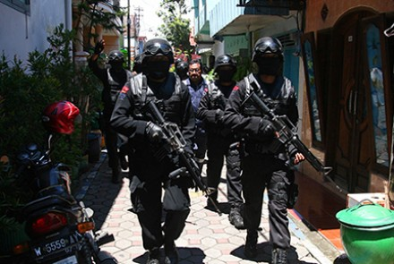 Densus 88 counter-terrorism police commandos march during operations on a house in Malang, in eastern Java on March 26, 2015. Image by AFP.