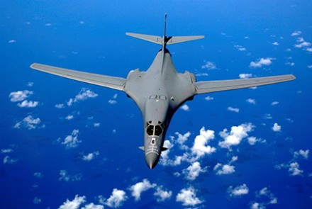 A B-1B flying over the Pacific Ocean. Image by Wikipedia.